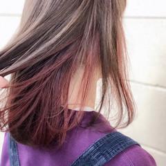 ピンク ボブ インナーカラーレッド グレージュ ヘアスタイルや髪型の写真・画像
