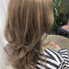 レイヤースタイル ロング 大人かわいい フェミニン ヘアスタイルや髪型の写真・画像