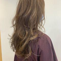ウルフカット ナチュラル ロング イルミナカラー ヘアスタイルや髪型の写真・画像