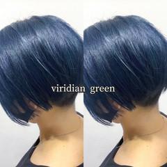 カーキアッシュ グリーン ヘアカラー ショート ヘアスタイルや髪型の写真・画像