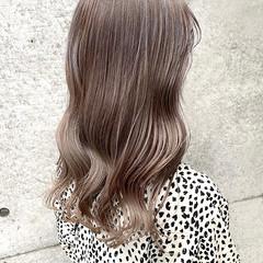 アッシュベージュ ロング ミルクティーベージュ ラベンダーカラー ヘアスタイルや髪型の写真・画像