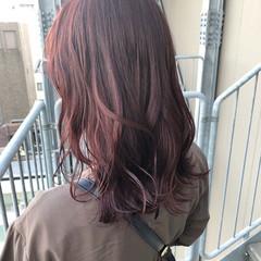 ラズベリーピンク アプリコットオレンジ 暖色 ミディアム ヘアスタイルや髪型の写真・画像