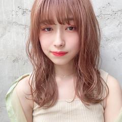 ピンクベージュ ヘアアレンジ ショートヘアアレンジ ピンクブラウン ヘアスタイルや髪型の写真・画像