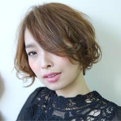 アッシュベージュ 大人女子 小顔 ストリート ヘアスタイルや髪型の写真・画像