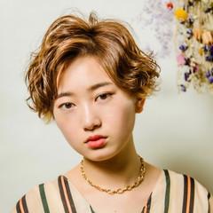 無造作パーマ ハンサムショート ナチュラル インナーカラー ヘアスタイルや髪型の写真・画像