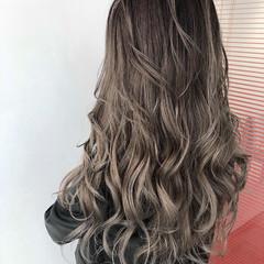 グレージュ グラデーションカラー ロング エレガント ヘアスタイルや髪型の写真・画像