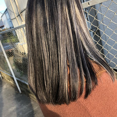 バレイヤージュ グラデーションカラー ナチュラル 切りっぱなしボブ ヘアスタイルや髪型の写真・画像