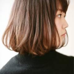 暗髪 ショート グラデーションカラー 丸顔 ヘアスタイルや髪型の写真・画像