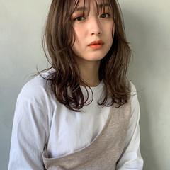 アンニュイほつれヘア シアーベージュ ミディアム 透明感カラー ヘアスタイルや髪型の写真・画像