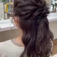 ミディアム フェミニン 結婚式アレンジ ハーフアップ ヘアスタイルや髪型の写真・画像