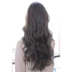 フリンジバング ミルクティー 色気 ロング ヘアスタイルや髪型の写真・画像