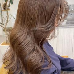 ベージュ ロング ミルクティーベージュ アッシュベージュ ヘアスタイルや髪型の写真・画像