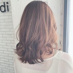 ゆるふわパーマ ミディアム フェミニン ナチュラルデジパ ヘアスタイルや髪型の写真・画像