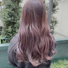 フェミニン ロング パープルカラー 韓国風ヘアー ヘアスタイルや髪型の写真・画像