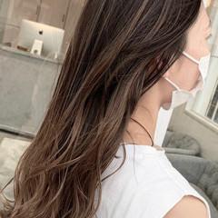 透明感カラー グレージュ バレイヤージュ ブリーチ必須 ヘアスタイルや髪型の写真・画像