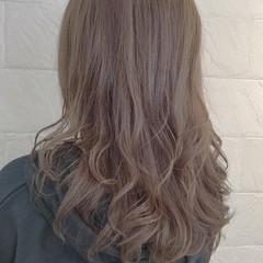 夏 ヌーディーベージュ アッシュ ロング ヘアスタイルや髪型の写真・画像