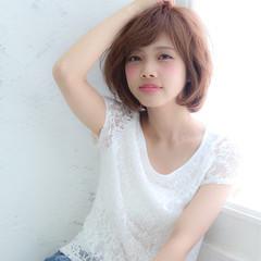 大人かわいい フェミニン イルミナカラー ショート ヘアスタイルや髪型の写真・画像
