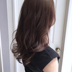 フェミニン ロング 波ウェーブ ブラウンベージュ ヘアスタイルや髪型の写真・画像