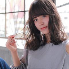 ミディアム リラックス ミルクティー ゆるふわ ヘアスタイルや髪型の写真・画像