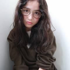 外国人風 暗髪 パーマ セミロング ヘアスタイルや髪型の写真・画像