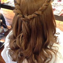 結婚式 編み込み セミロング ナチュラル ヘアスタイルや髪型の写真・画像