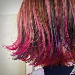 レッド ピンク 外ハネ カラーバター ヘアスタイルや髪型の写真・画像