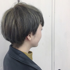 グレー マッシュ ショート ハイトーン ヘアスタイルや髪型の写真・画像