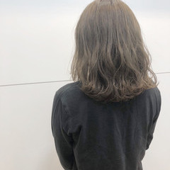ナチュラル ミディアム アッシュベージュ ヘアスタイルや髪型の写真・画像