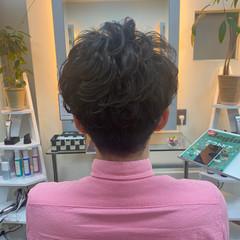 メンズパーマ ナチュラル メンズスタイル メンズカット ヘアスタイルや髪型の写真・画像