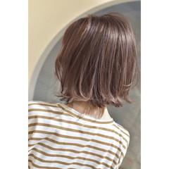 外ハネボブ ラベンダーカラー ハイトーンボブ ハイトーンカラー ヘアスタイルや髪型の写真・画像