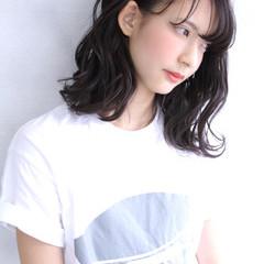 ミディアム ガーリー 暗髪 パーマ ヘアスタイルや髪型の写真・画像