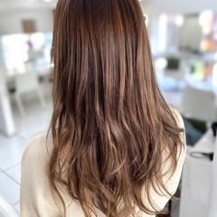 フェミニン レイヤーカット ミルクティーベージュ ハイライト ヘアスタイルや髪型の写真・画像