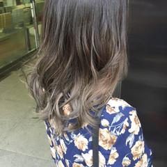 セミロング グレージュ アッシュグレー 外国人風カラー ヘアスタイルや髪型の写真・画像