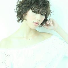 かっこいい 大人女子 フェミニン アッシュ ヘアスタイルや髪型の写真・画像