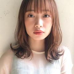 ホワイトシルバー ヘアアレンジ ベリーピンク おフェロ ヘアスタイルや髪型の写真・画像