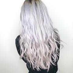 ホワイトブリーチ ホワイトシルバー ロング ホワイト ヘアスタイルや髪型の写真・画像