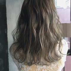 セミロング ナチュラル デート アッシュ ヘアスタイルや髪型の写真・画像