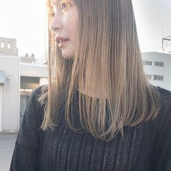 シアーベージュ ナチュラルベージュ ミディアム ミルクティーベージュ ヘアスタイルや髪型の写真・画像