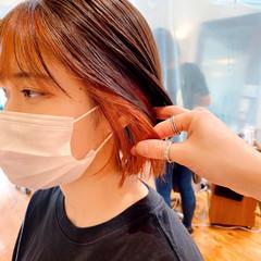 インナーカラー 切りっぱなしボブ オレンジベージュ ミニボブ ヘアスタイルや髪型の写真・画像