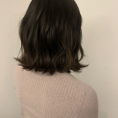 外ハネボブ 大人ミディアム ボブ 無造作パーマ ヘアスタイルや髪型の写真・画像