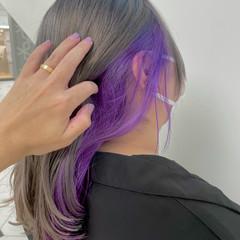 ストリート インナーカラーパープル セミロング 派手髪 ヘアスタイルや髪型の写真・画像