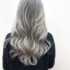 ホワイトシルバー ホワイトグラデーション グラデーションカラー ハイトーンカラー ヘアスタイルや髪型の写真・画像