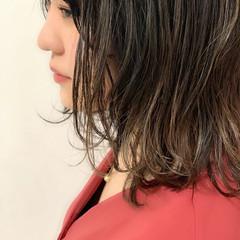 フェミニン 外ハネボブ 外ハネ ハイライト ヘアスタイルや髪型の写真・画像
