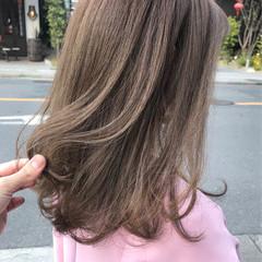 ベージュ グレージュ 小顔ヘア ミディアム ヘアスタイルや髪型の写真・画像