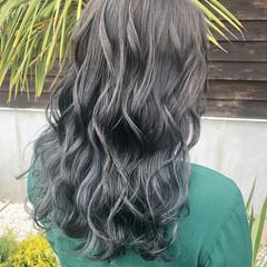 セミロング ブルーグラデーション ネイビーブルー アッシュグレージュ ヘアスタイルや髪型の写真・画像