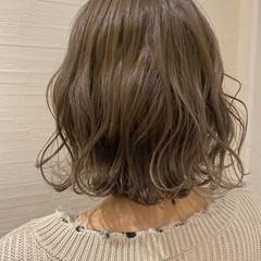 ハイトーン 切りっぱなしボブ ダブルカラー コテ巻き ヘアスタイルや髪型の写真・画像