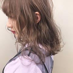 ダブルカラー ハイトーンカラー ミルクティーベージュ フェミニン ヘアスタイルや髪型の写真・画像