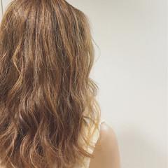 ゆるふわ ハイライト アッシュ ストリート ヘアスタイルや髪型の写真・画像