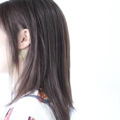 アッシュ セミロング アッシュグレージュ ナチュラル ヘアスタイルや髪型の写真・画像