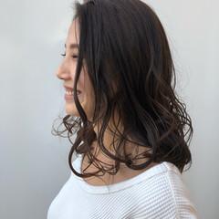 ナチュラル セミロング デート パーマ ヘアスタイルや髪型の写真・画像